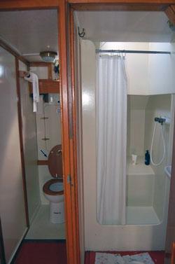 Clo und Badezimmer